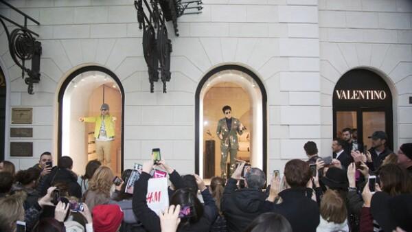 Ben Stiller y Owen Wilson lograron que una multitud se aglomerara afuera de la boutique de la marca, en Roma, donde interpretaron de manera divertida a los extravagantes protagonistas de la película.