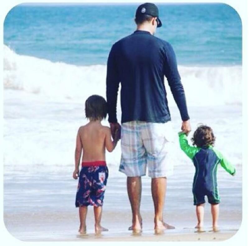 Pocas son las ocasiones en las que vemos al actor tan conmovido durante una salida con sus hijos.
