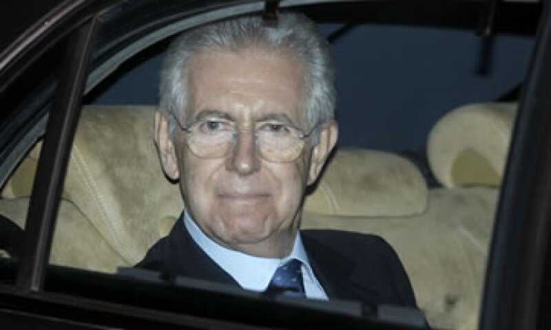 Mario Monti siempre ha apoyado una eurozona más integrada y ha escrito artículos donde criticaba las fallas políticas del Gobierno de Berlusconi. (Foto: AP)