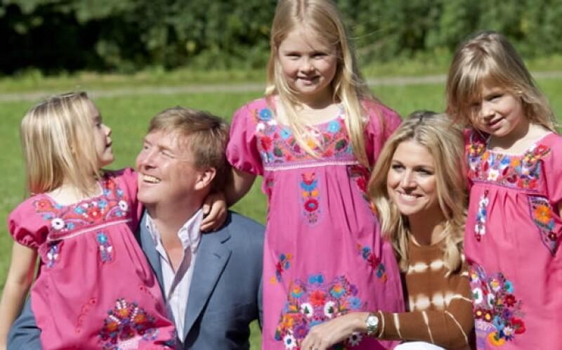 Príncipe Guillermo junto a Máxima y sus tres hijas.