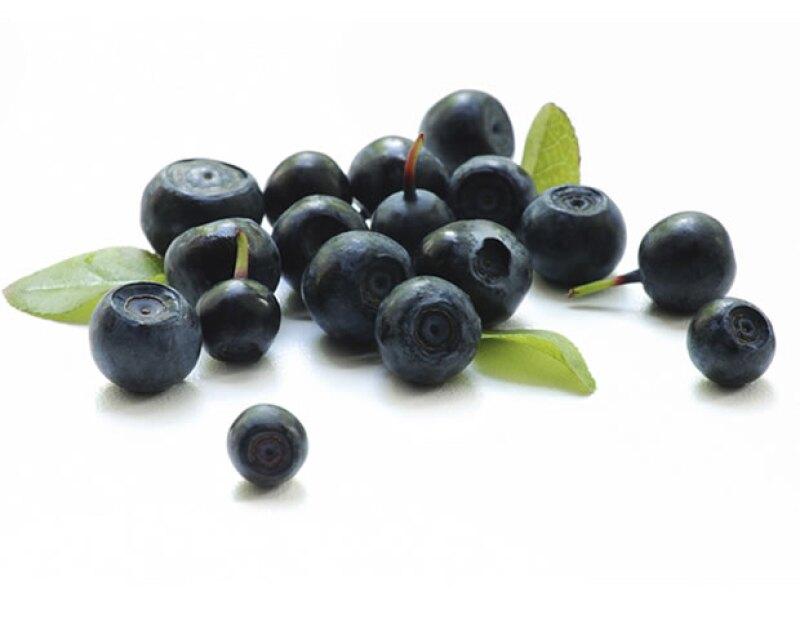 La fruta viene de una palmera originaria de Brasil y es color morado oscuro.