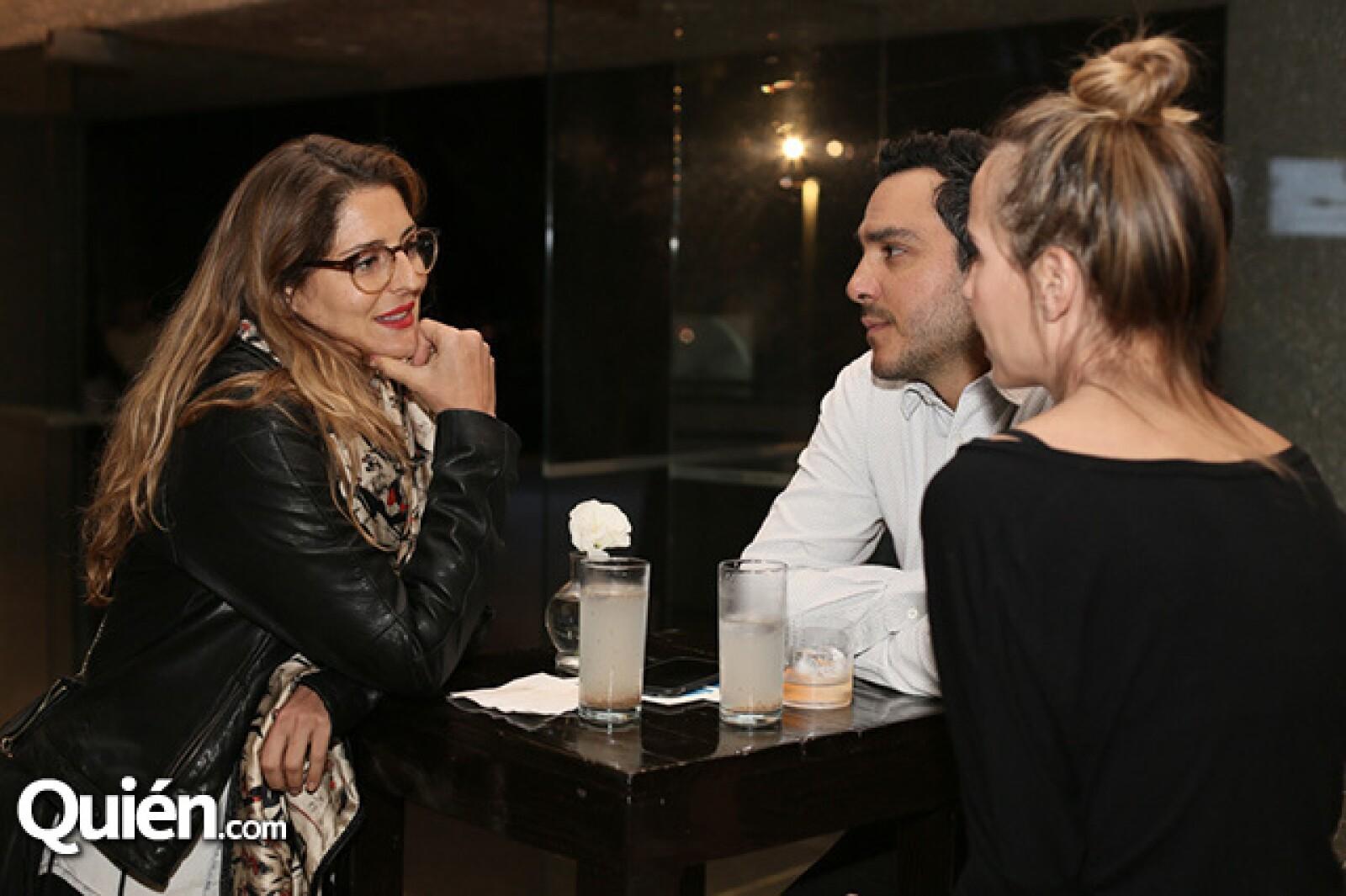Deborah Vertíz,Rodrigo Dávila y Manne Felici
