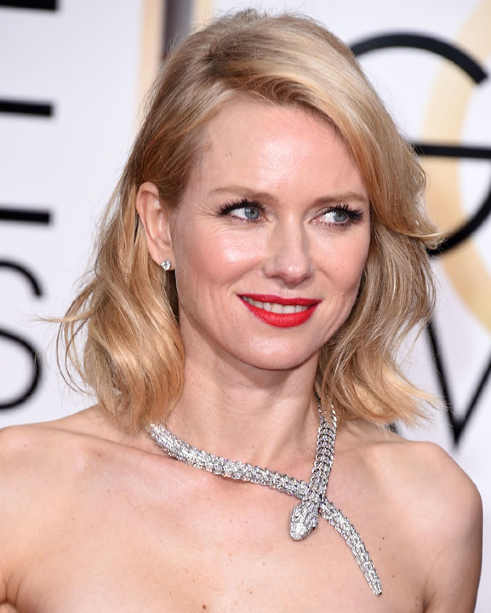 Naomi Watts llevó un espectacular collar Serpenti en oro blanco con diamantes en forma de pera y diamantes Pavé, el cual ya le habíamos visto de Bulgari.