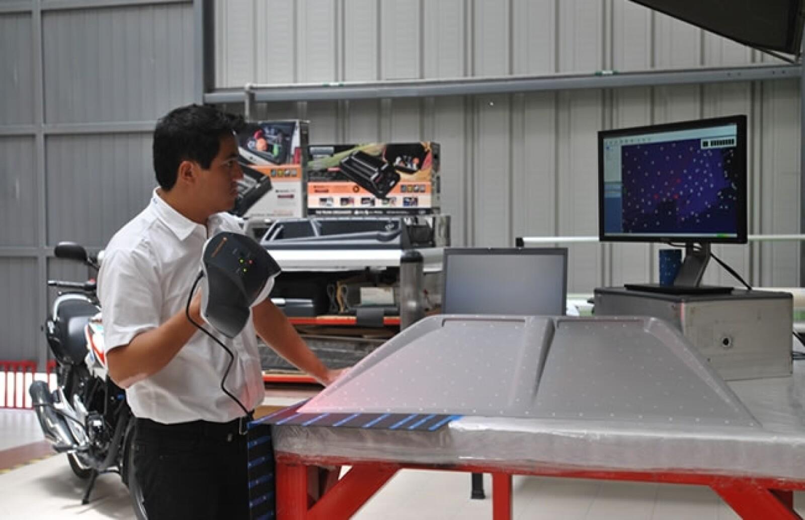 Con un esc�ner 3D digitalizan superficies para trabajarlas en la computadora.