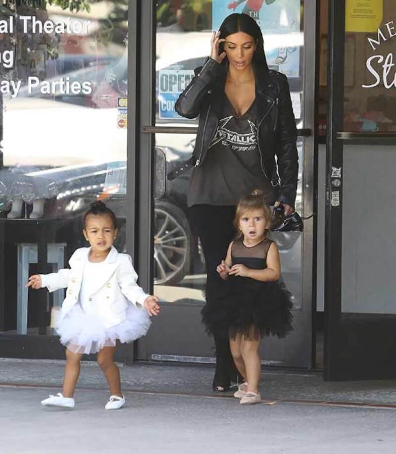Kim llevó a su hija y a su sobrina Penelope, hija de Kourtney Kardashian, a la clase de ballet.