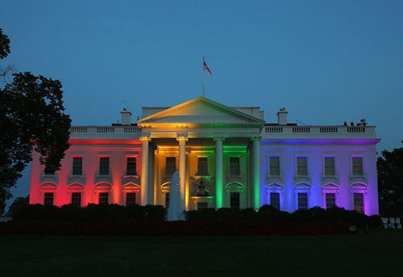 Tras la legalización de bodas gay en Estados Unidos, la Casa Blanca festejó iluminándose con los colores del arcoíris.