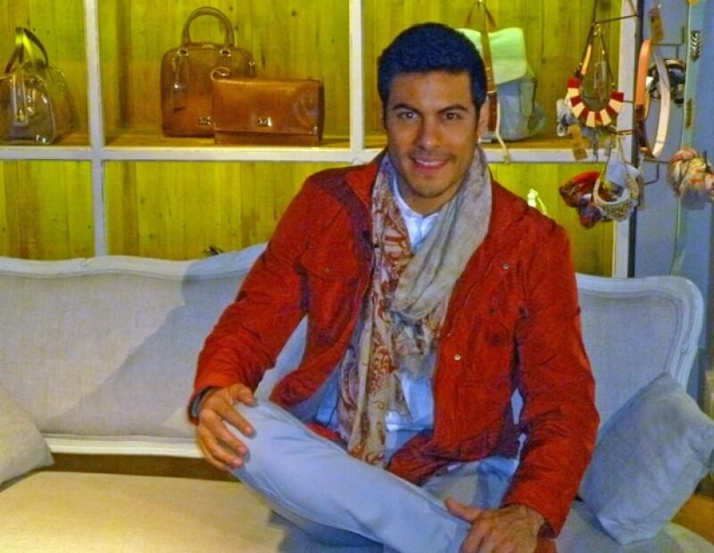 Quién.com estuvo presente con el cantante durante su visita a una boutique de Polanco, donde eligió las prendas para sus próximas presentaciones.