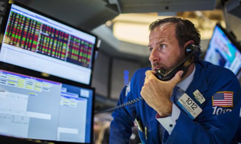 El Dow Jones caía 0.80% en la Bolsa de Nueva York ante la expectativa por la Fed. (Foto: Reuters)