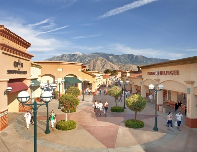 Desert Hills Premium Outlets.