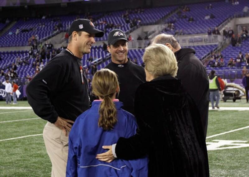 Los líderes y hermanos de los equipos que se enfrentan mañana en el Super Bowl, Jim y John Harbaugh comparten la profesión y la pasión por la NFL.
