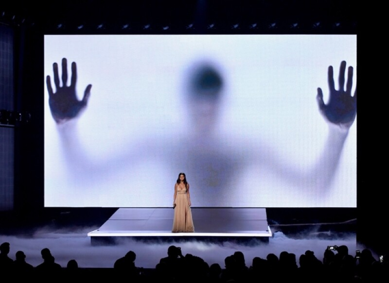 Durante la presentación de Selena en las imágenes que se proyectaron en el escenario, la silueta de un hombre de la complexión de Justin apareció detrás de ella.