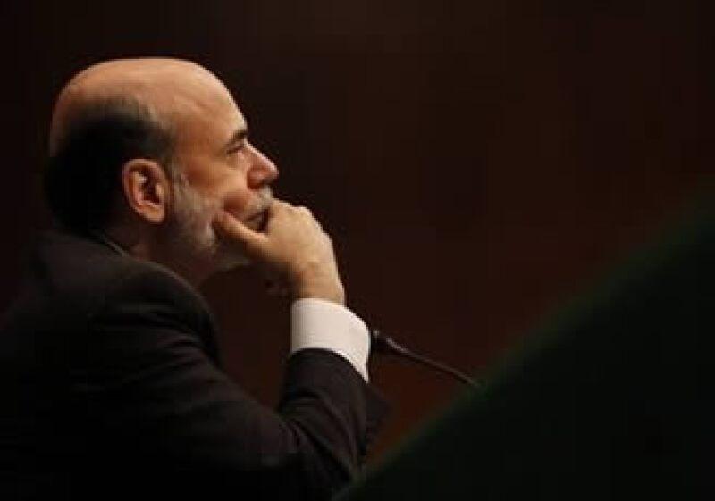 Ben Bernanke, titular de la Reserva Federal, deberá enfrentarse a presiones políticas para evitar el riesgo de una inflación. (Foto: AP)