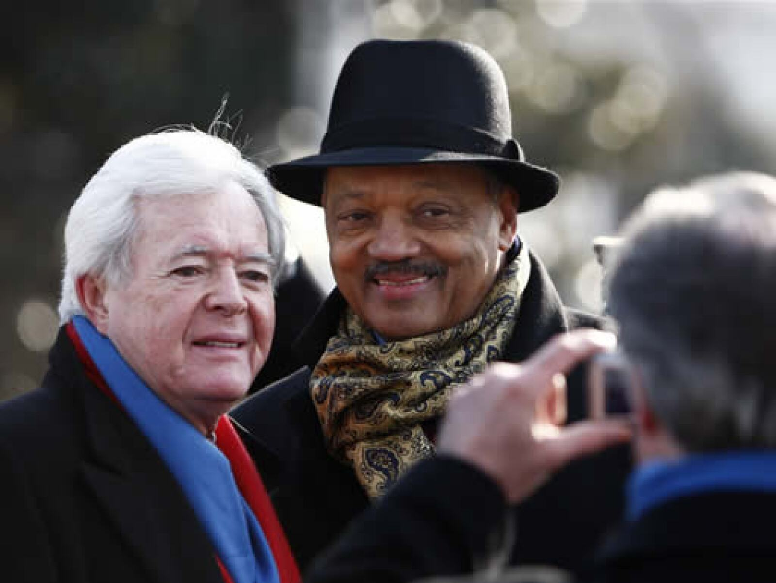 El reverendo Jesse Jackson se tomó fotos con algunos asistentes.