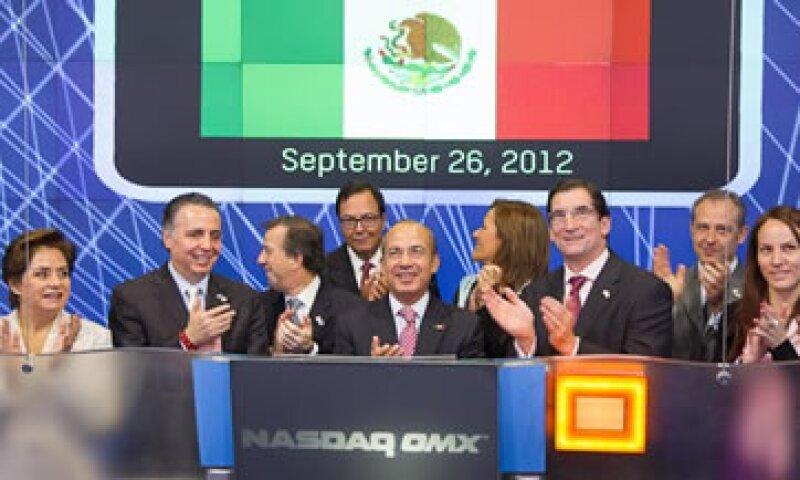 El presidente Felipe Calderón estuvo acompañado por miembros de su gabinete.   (Foto: Cortesía Nasdaq)