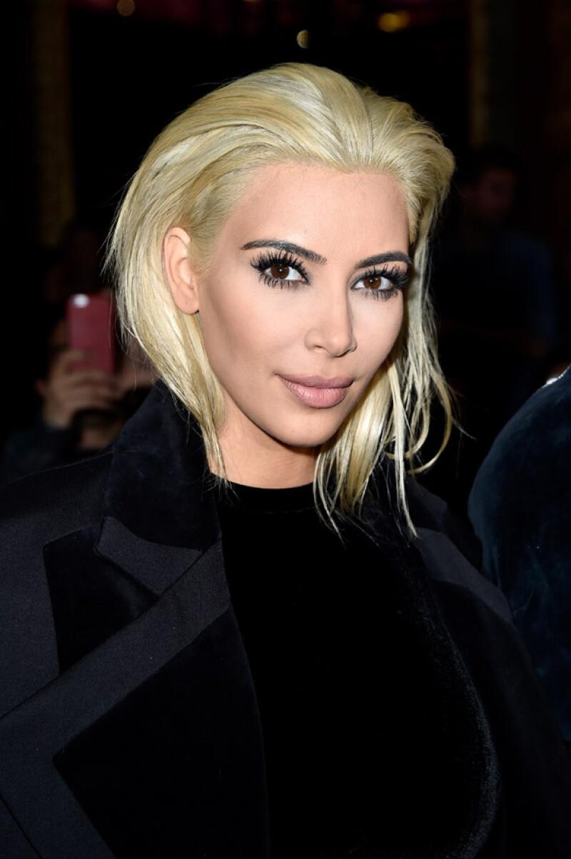 Esta es la primera vez que vemos a Kim Kardashian con el pelo tan güero.