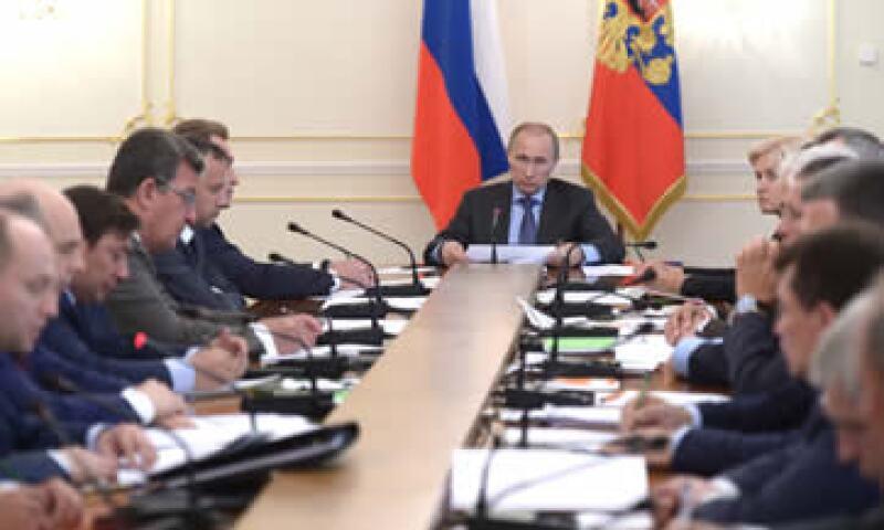 Entre los sancionados hay dos accionistas del banco consentido del Kremlin. (Foto: Reuters)