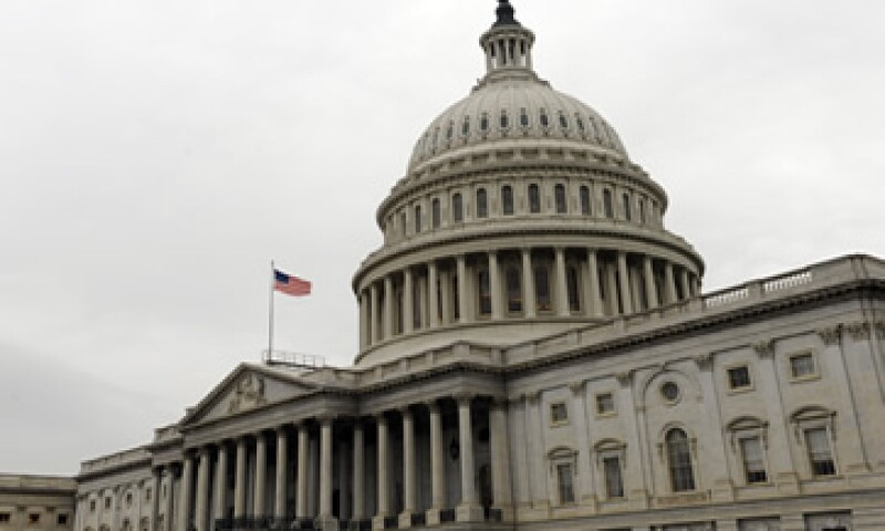 El proyecto que avaló la Cámara Baja permitiría al Tesoro de Estados Unidos pedir prestado más fondos para pagar los intereses que generen los bonos del Gobierno.  (Foto: AP)