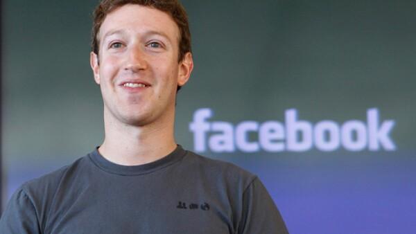 Mark Zuckerberg cumple 14 años con Facebook.