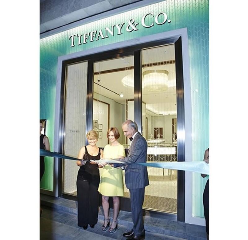 Andrea Artigas Directora de Tiffany&Co. México, Ignacio Reynoso, Director de Casa Palacio y María Elena Trujillo, Gerente de Tiffany&Co. Cancún, fueron quienes cortaron el listón de la prestigiada boutique.