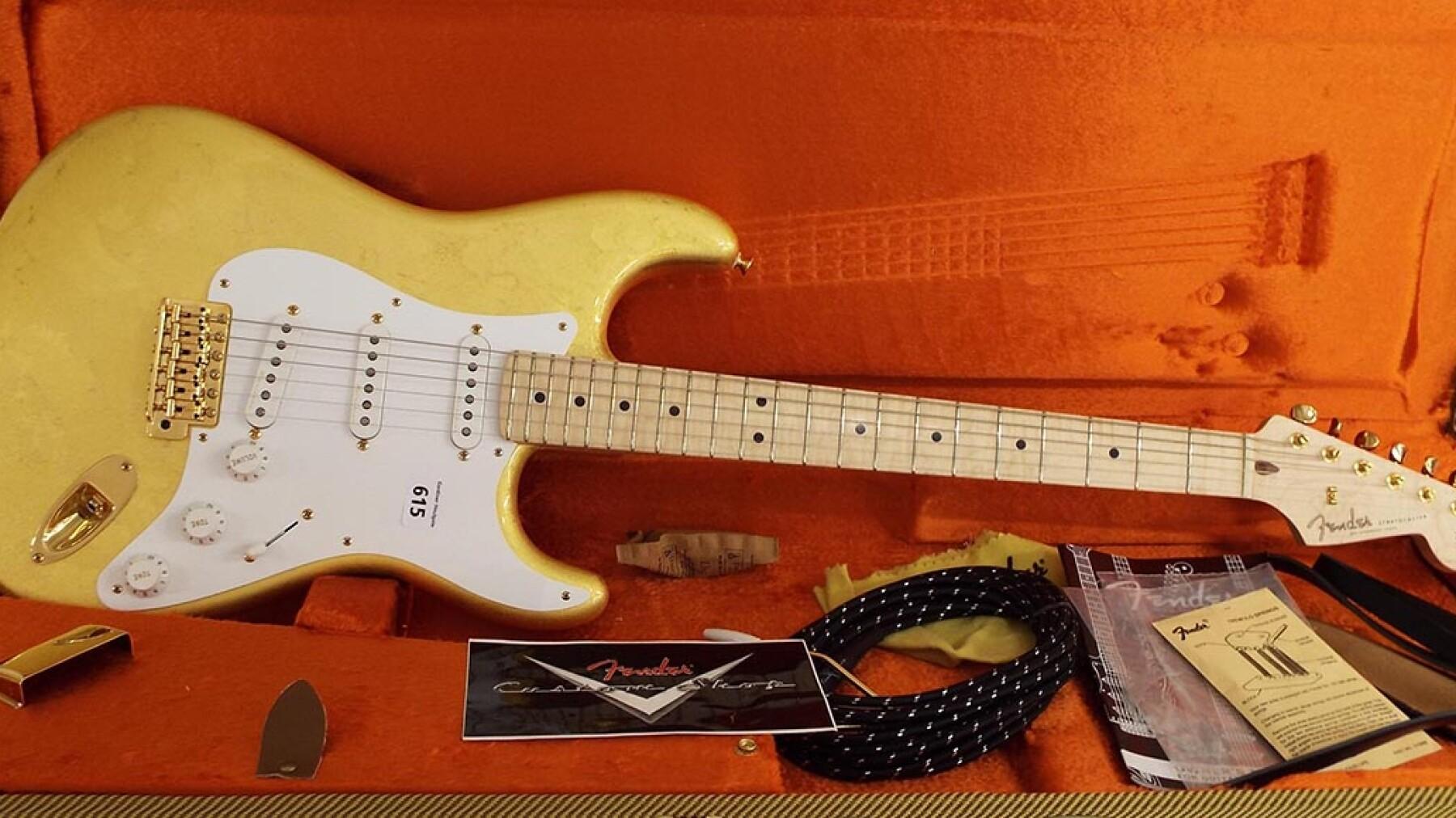 Fender Stratocaster Gold Leaf - 455,000 dólares