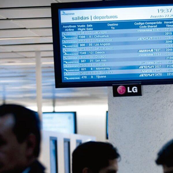Las pantallas en el aeropuerto seguían anunciando las salidas y llegadas 'A tiempo', pero sólo se realizaron 45 de 112 operaciones programadas.