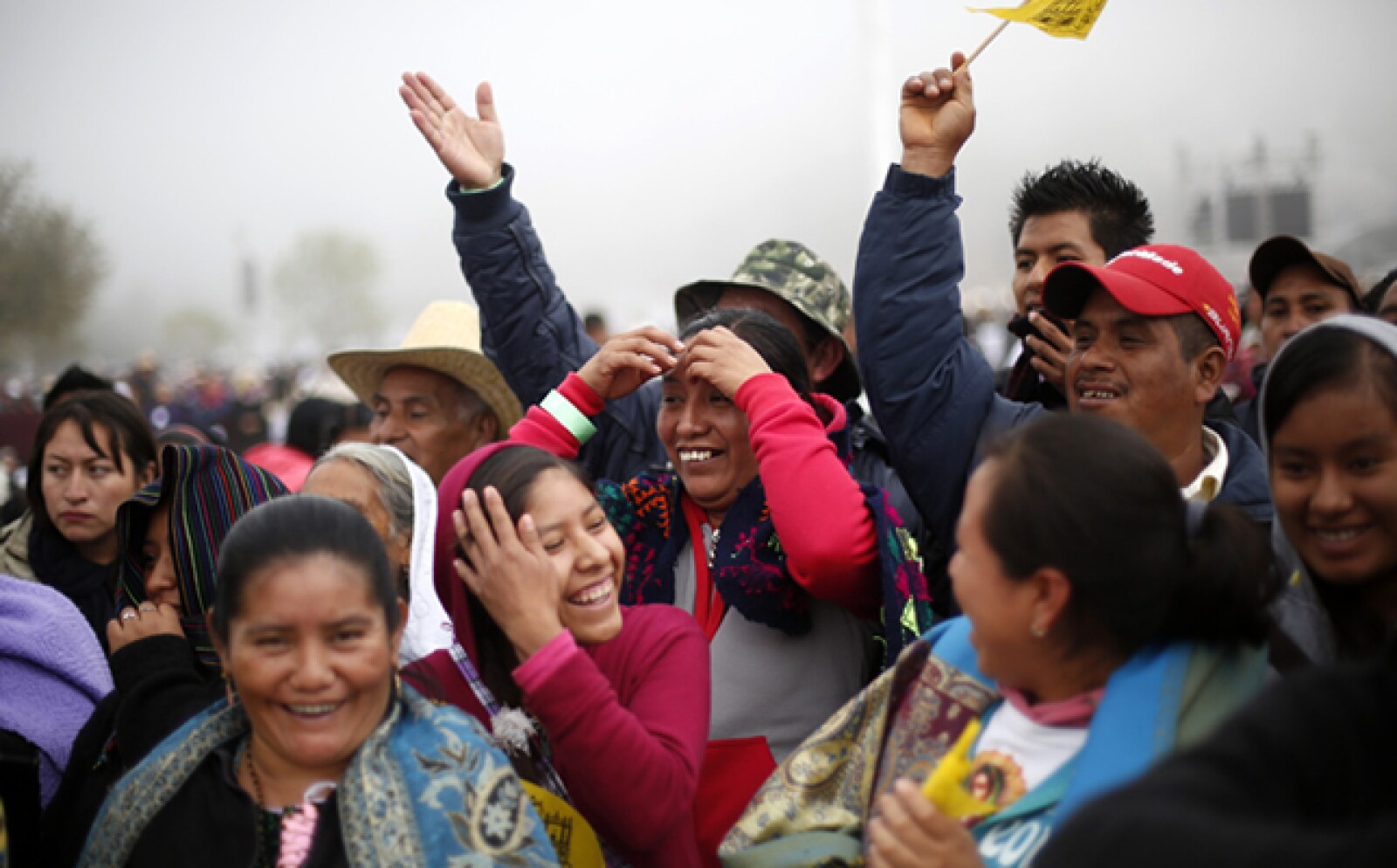Los fieles congregados escucharon el sermón del papa traducido en diferentes lenguas indígenas.