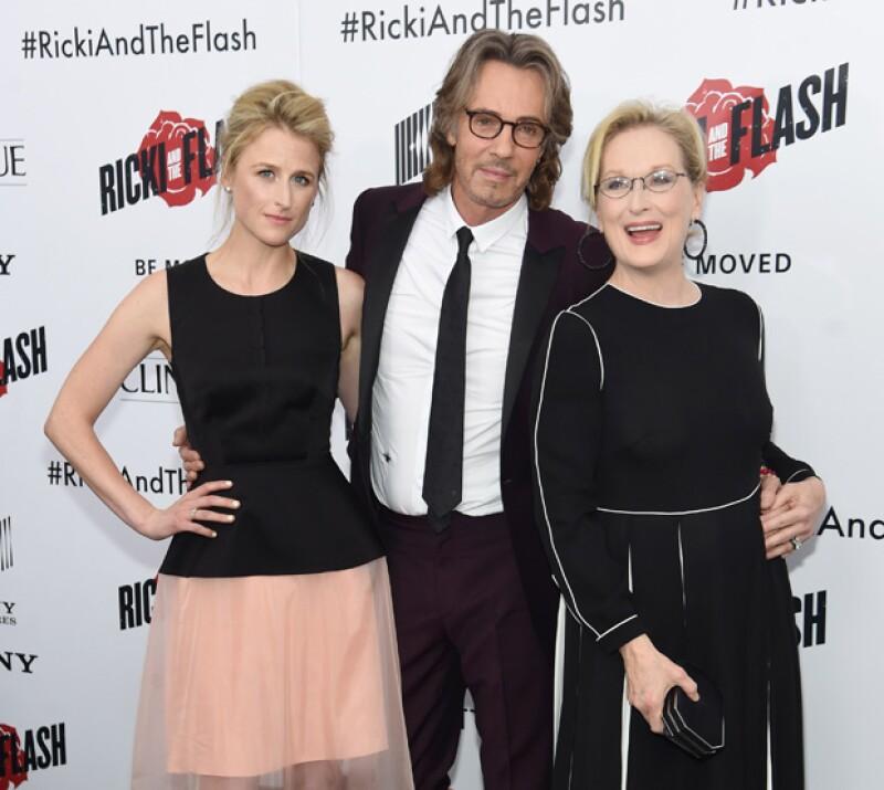 Mery Streep con su hija Mamie, quien es su viva imagen, y Rick Springfield.