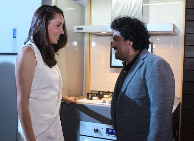 La actriz fue de las invitadas al evento de iO Mabe, mientras que el diseñador fue el encargado de presentar la nueva línea de equipos de cocina.