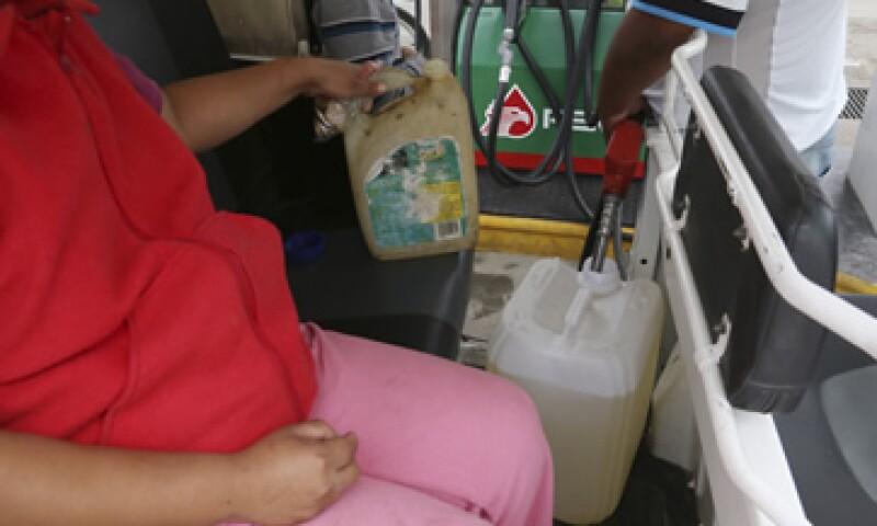 El activismo ha incluido la retención de camiones repartidores de empresas como FEMSA. (Foto: Cuartoscuro )