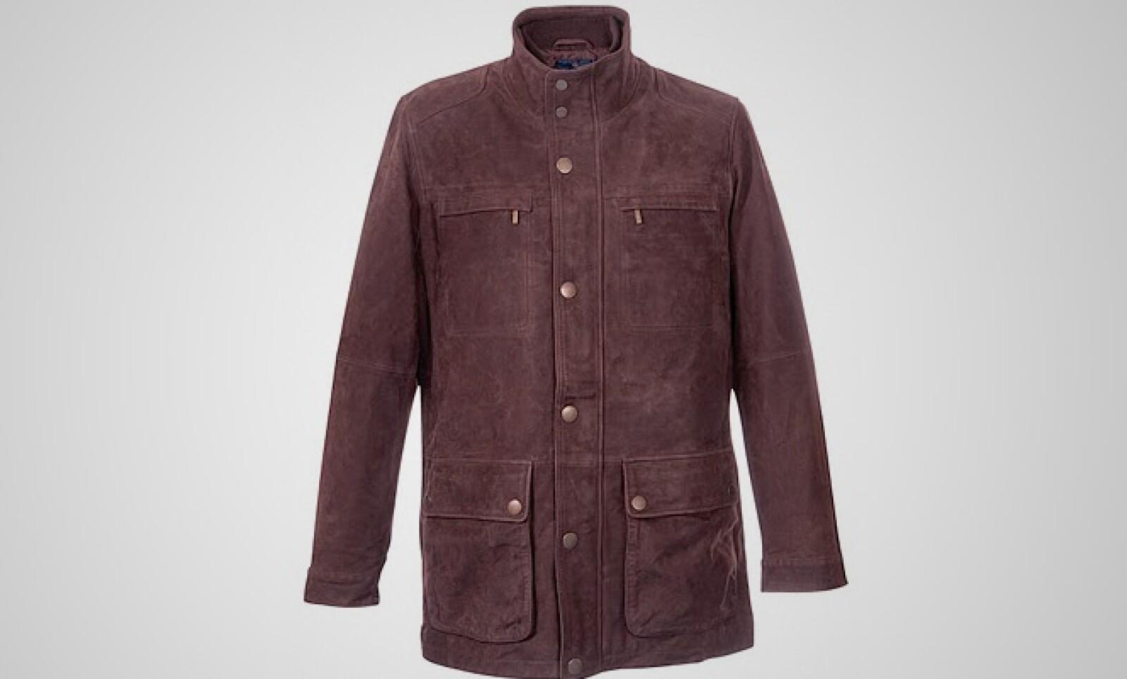 Una chamarra de pana en color café y con cuello alto, la cual puedes combinar con casi cualquier material como el algodón o el lino.