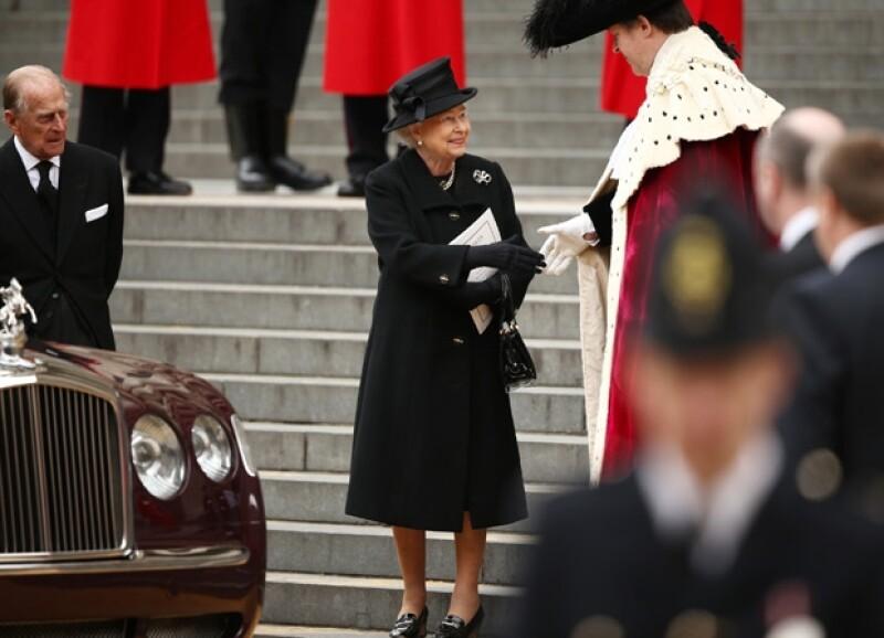 Como ya se había comunicado, la monarca acudió acompañada de su esposo, el príncipe Felipe, a la Catedral de St Paul para despedir a la ex Primera Ministra.