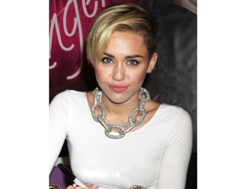 Con tal de no recordar a su ex, la cantante ha decidido deshacerse de las pertenencias del actor y con ellas, recaudar fondos para una buena causa.