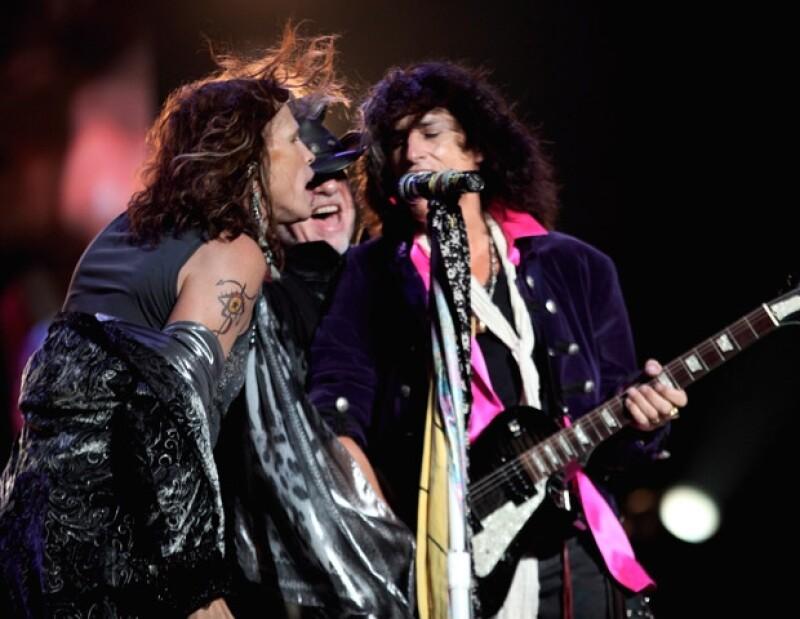 Aerosmith cantó por más de dos horas ante más de 45 mil fans mexicanos de todas las generaciones.
