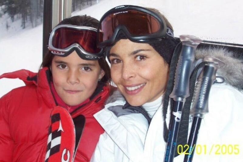 El parecido con su madre es innegable. Mariana murió cuando María tenía ocho años.