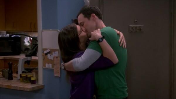 Sheldon y Amy beso
