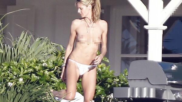 Mientras que sus hijos disfrutan del invierno con Seal, su ex esposo, la modelo alemana fue vista tomando el sol en en las costas caribeñas de Saint Barths sin pudor alguno, acompañada de su novio.