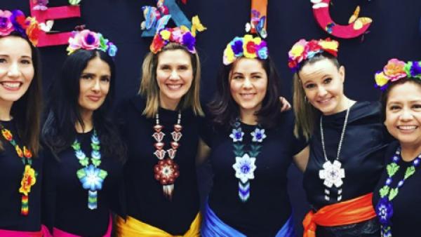 Salma Hayek en festival escolar de su hija