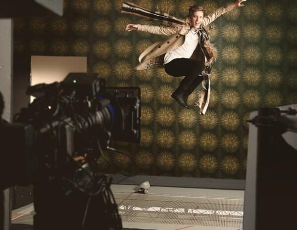 """George Ezra en su primera campaña para Burberry, pero no como colaborador de la firma. Cantó en el show """"Burberry in Los Angeles"""", el evento de la firma en Shanghai y el desfile de la colección masculina de Otoño Invierno 2014."""