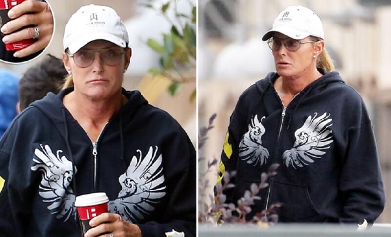 Aunque aún no ha revelado su nombre de mujer, parte de su nueva identidad, una fuente asegura que el ex de Kris Jenner ya dejó a Bruce en el pasado.