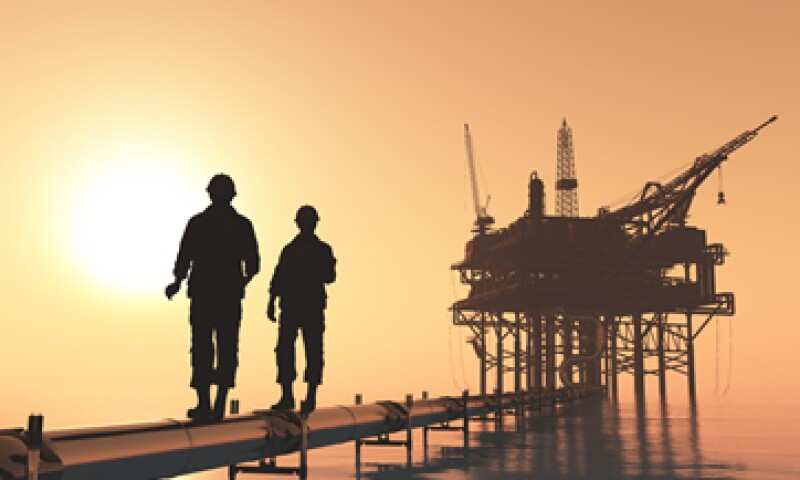 El petróleo Brent bajó 2.77 dólares, o un 6.1% (Foto: Shutterstock )