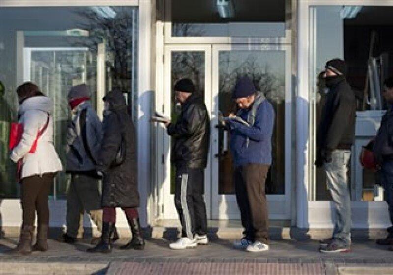 Economistas esperaban que las solicitudes bajaran a 385,000 desde 388,000. (Foto: AP)