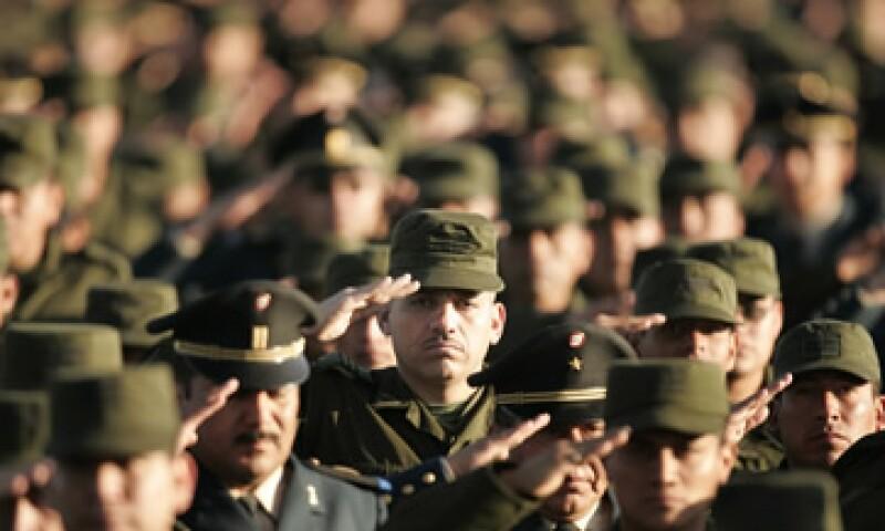 Los militares y sus familiares podrán adquirir bienes inmuebles adjudicados que comercializa Banorte con descuentos sobre el precio de lista. (Foto: AP)