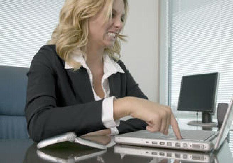 Debido a la falta de comunicación, una persona a veces realiza trabajos innecesarios. (Foto: Jupiter Images)