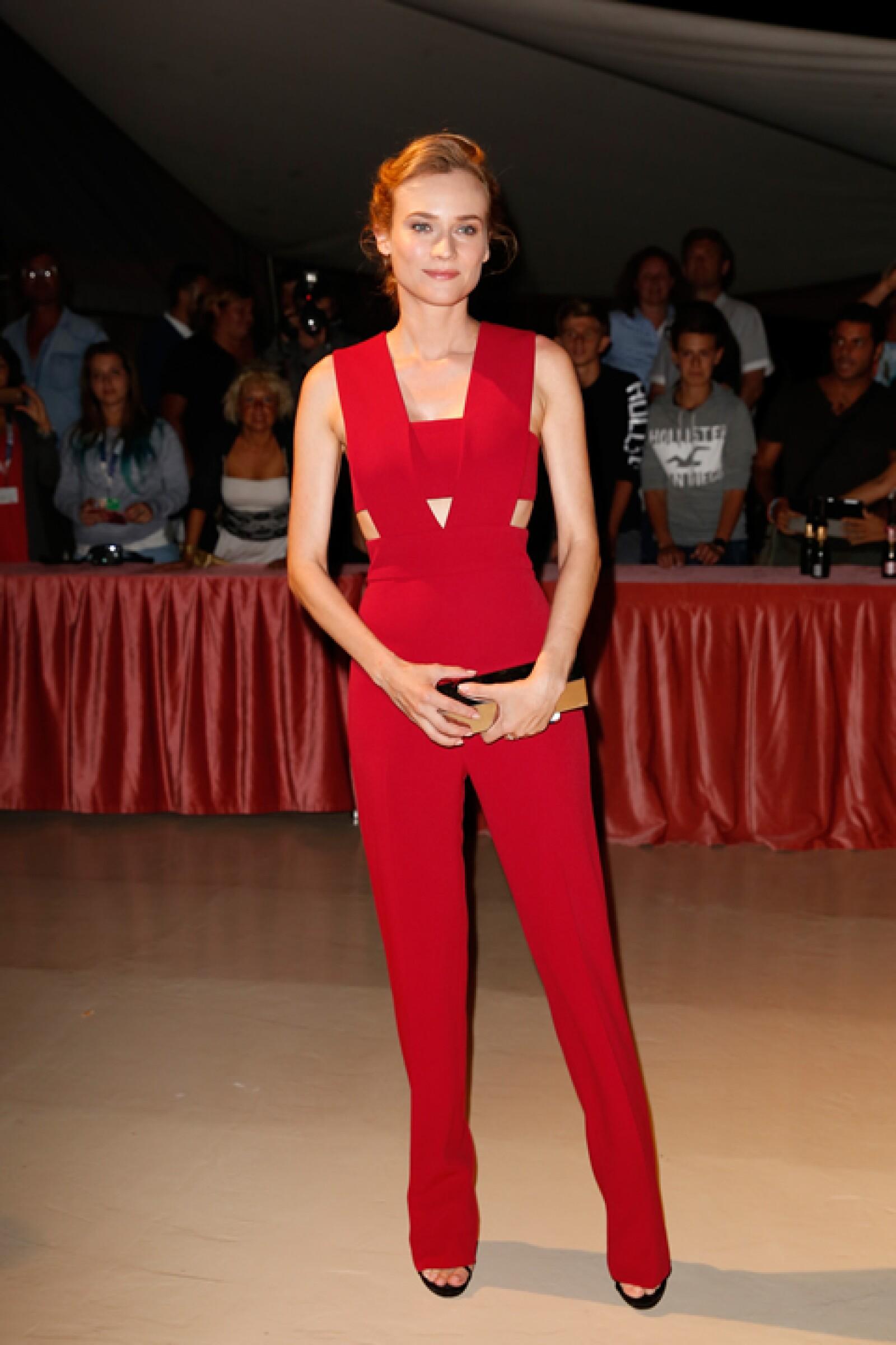Para la cena de apertura del Festival de Cine de Venecia, Diane Kruger llevó un jumper rojo de Cushnie et Ochs.