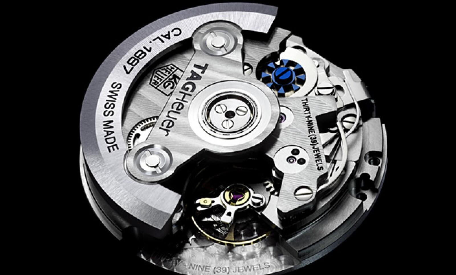 Oscilando a 28,800 golpes por hora, el movimiento Calibre 1887 de 39-joyas y 29.3mm tiene 320 piezas de trabajo.