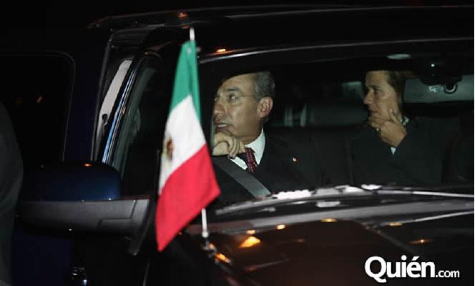 El velorio de la familia Saba se efectuó este lunes, el último adiós del empresario Moisés Saba estuvo engalanado de importantes personajes. En la foto, el presidente Felipe Calderón y su esposa.