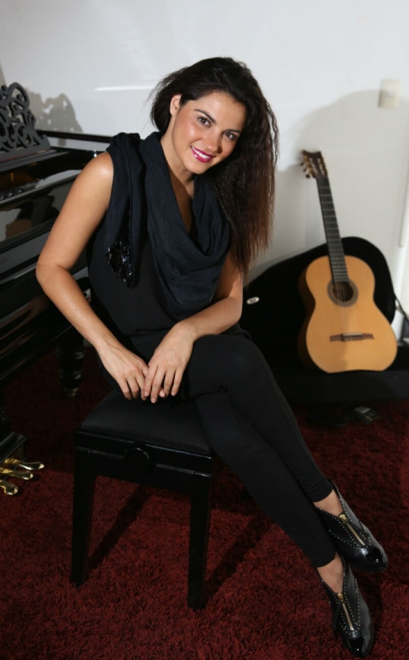 Enamorada, contenta y llena de trabajo, así encontramos a Maite Perroni durante la entrevista.