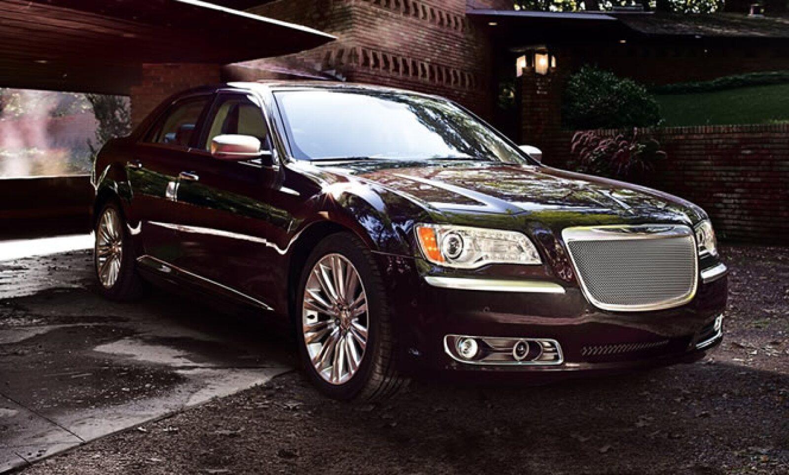 """""""Este modelo es más que nuestro coche insignia, es el trofeo de los diseñadores para crear un automóvil diseñado para cumplir con las más altas expectativas, dijo Saad Chehab, CEO de Chrysler."""