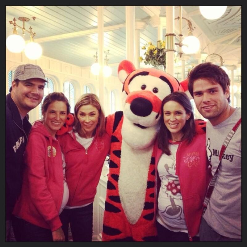 Jacky y su familia de vacaciones en Disney.
