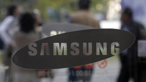 La empresa asiática ha hecho del lápiz una de las herramientas con las que ataca la dominancia de Apple. (Foto: AP)